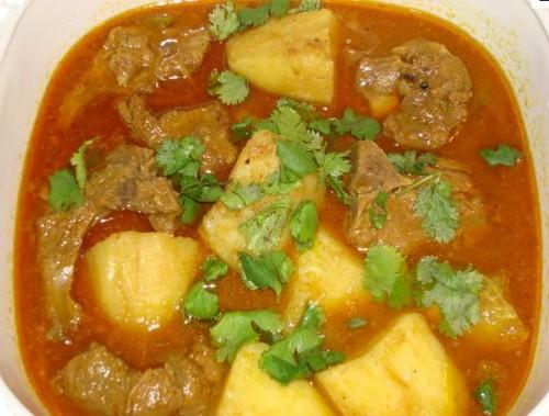 El aloo gosht: un delicioso guiso tradicional